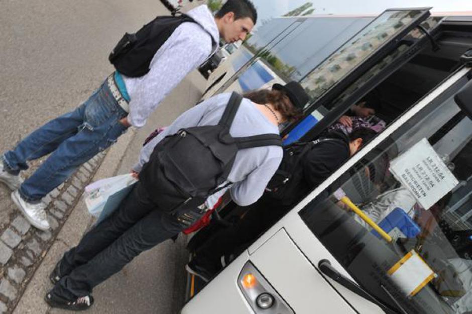 Communiqué - Le transport scolaire des collégiens devient payant ; Il est honteux de faire payer l'austérité aux familles !